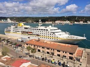 MS Hamburg in Menorca