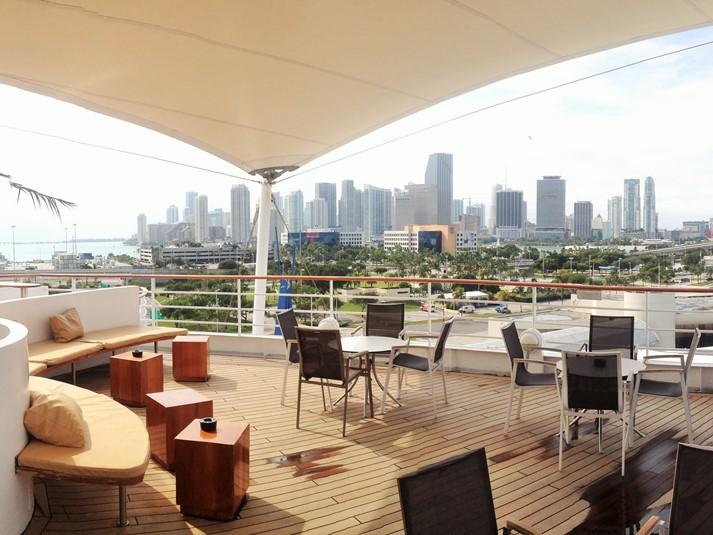 Blick über die Skyline Downtown Miami vom Deck aus