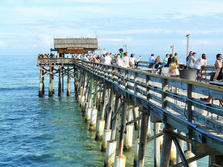 Die Cocoa Beach Pier nahe dem Hafen Port Canaveral