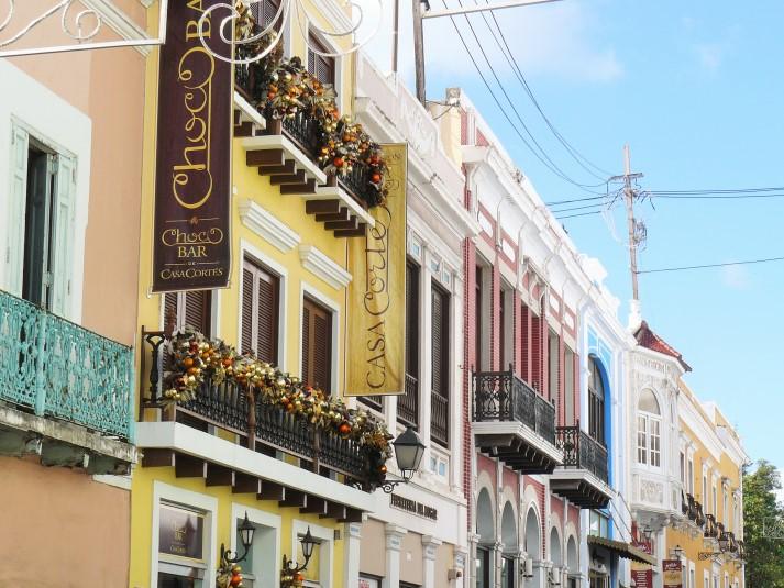 Zahlreiche bunte Häuser zieren die Gassen der Altstadt von San Juan