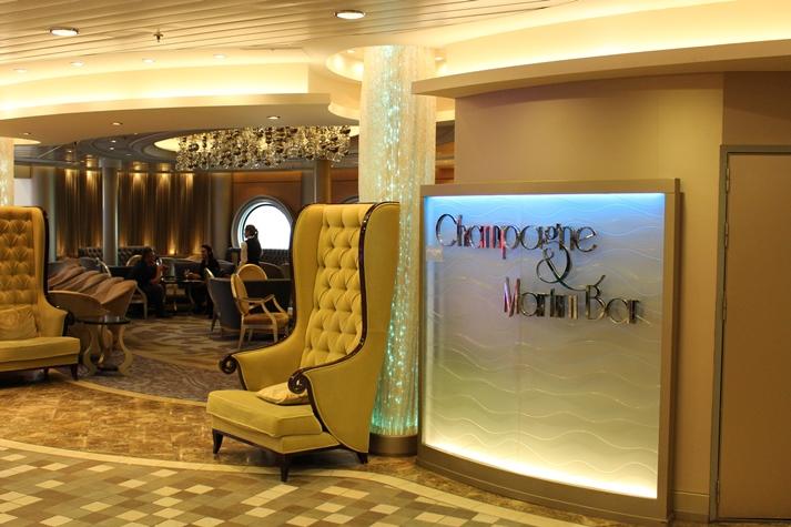 Einblick in die elegante Champagne Bar