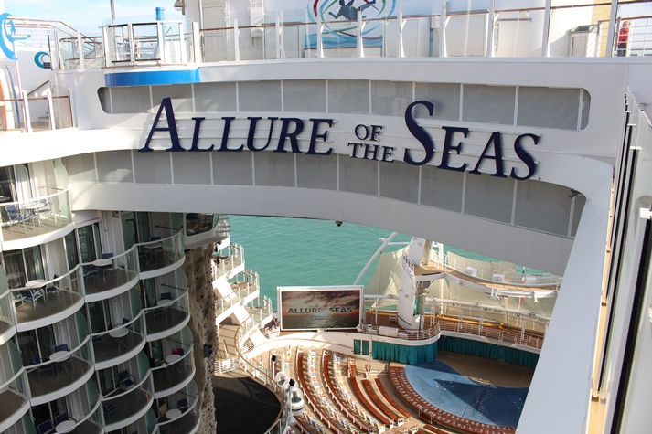 Blick auf das Aqua Theater der Allure of the Seas