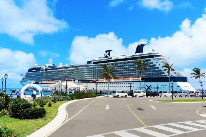 Die Celebrity Eclipse am Liegeplatz King's Wharf auf den Bermudas