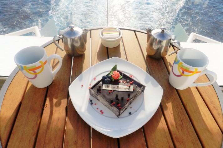 Toller Service: ein Geburtstagskuchen aus Schokolade