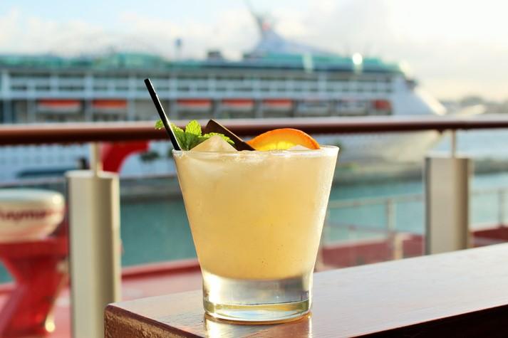 Die Getränkeauswahl ist riesig und Cocktails werden mühevoll zubereitet