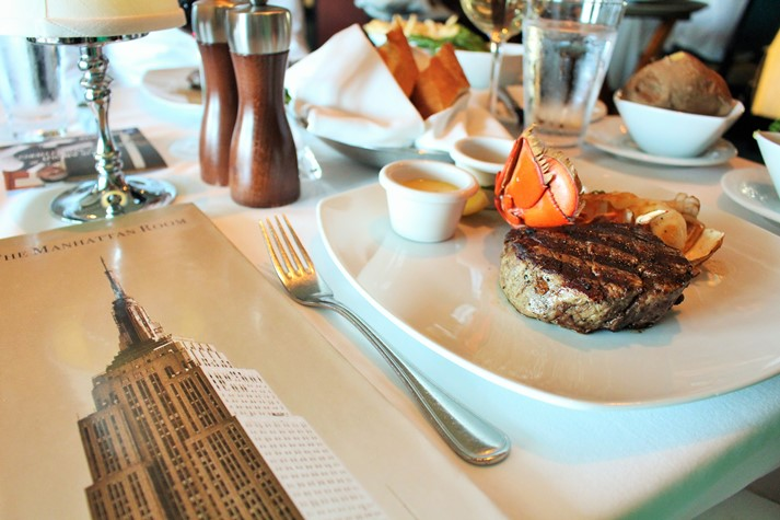 Ein Klassiker: Surf & Turf im Manhattan Room