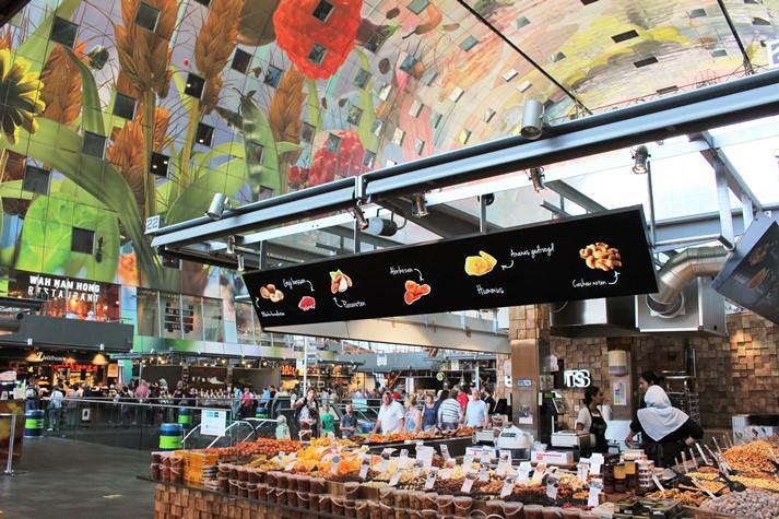 Die Markthalle von Rotterdam, sonst zeigt sich das Zentrum eher bescheiden