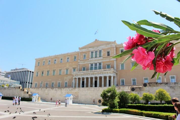 Das griechische Parlamentsgebäude am Syntagma-Platz