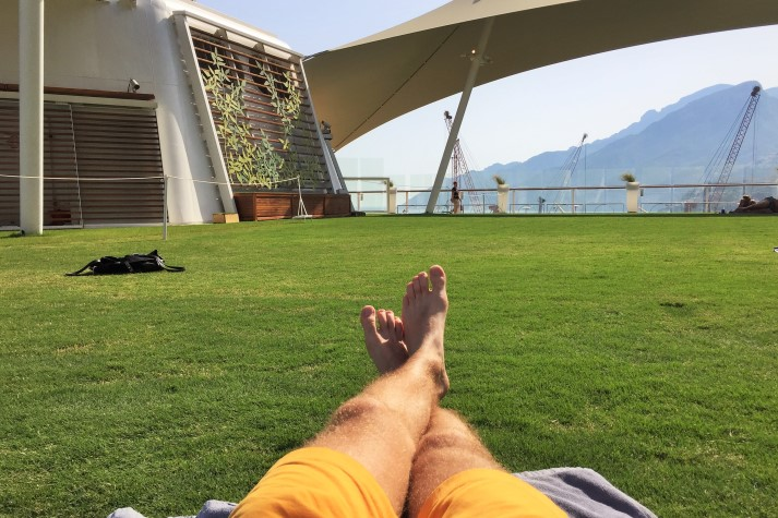 Entspannen auf dem echtem Rasen