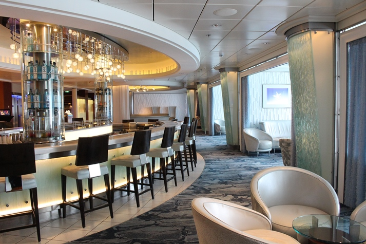 Zentraler Treffpunkt: die Martini Bar