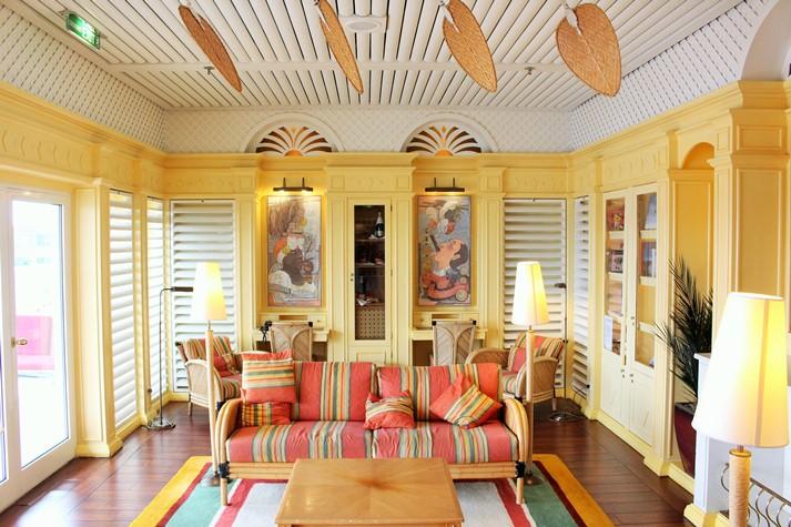 Die stilvolle Hemmingway Lounge auf Deck 10