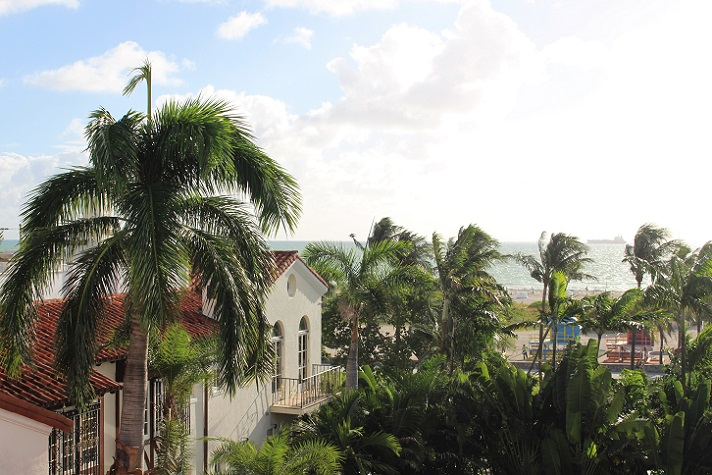 Blick von der Hotel-Dachterrasse und nur 2 Minuten zu Fuß vom Strand entfernt