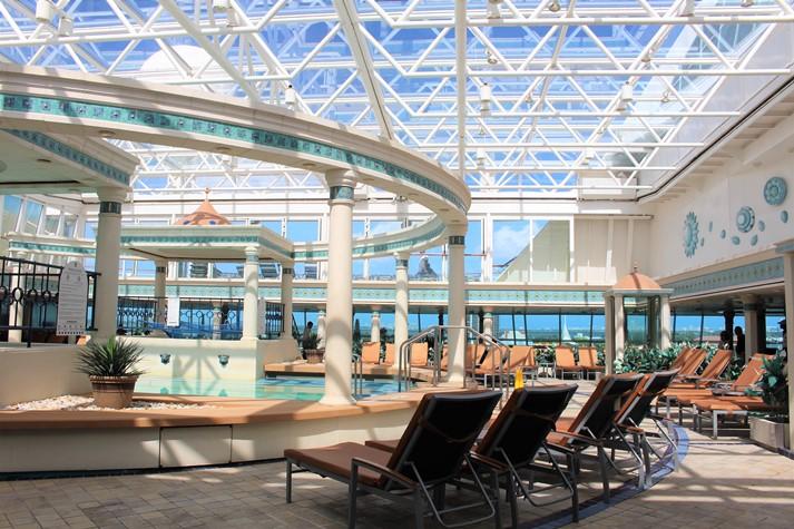 Der Solarium-Poolbereich ist ein Ort nur für Erwachsene