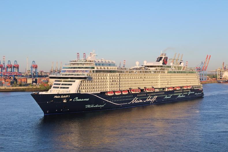 Neue Mein Schiff 1 Bildergalerie mit Erstanlauf in Kiel und Hamburg