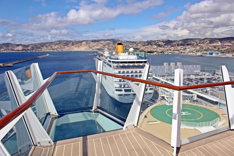 der linke Balkon über der Kommandobrücke mit Panoramablick nach vorne, hinten sowie nach unten