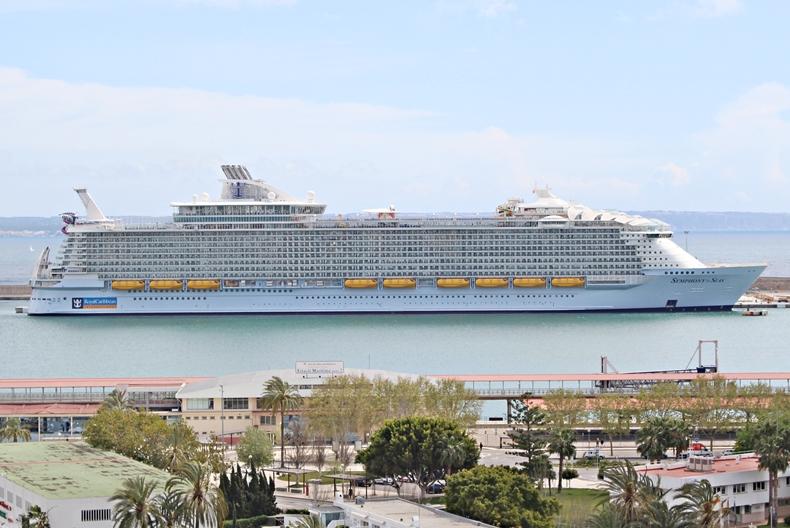 Das größte Kreuzfahrtschiff der Welt erstreckt sich über eine Länge von 362 Metern