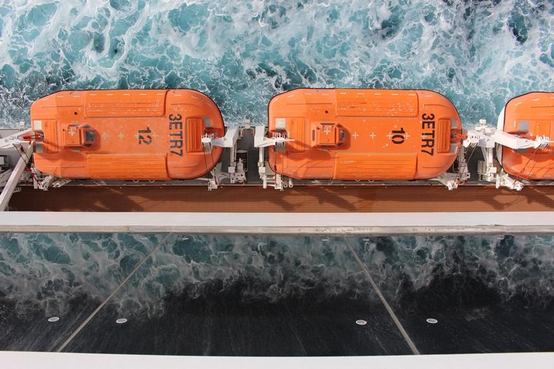 Tief blickend auf das Ligurische Meer zwischen Genua und Cannes